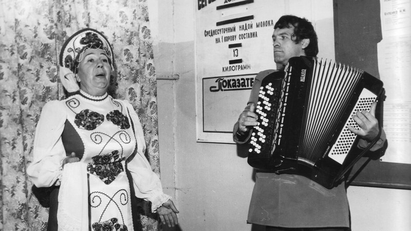 Аккомпаниатор Ю.И. Пятаков и солистка хора Александра Лаврушина