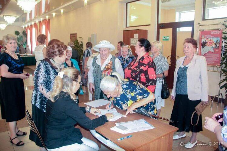 """Вручение медалей """"Непокоренные"""" жителям СП Ершовское 18"""
