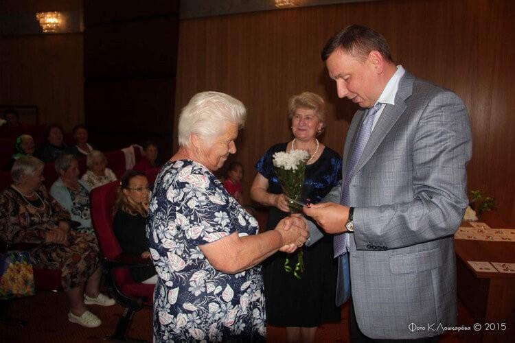 """Вручение медалей """"Непокоренные"""" жителям СП Ершовское 9"""