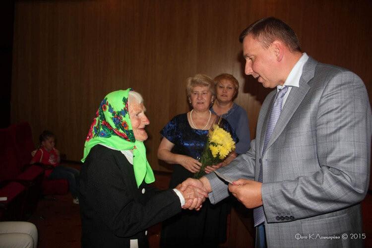 """Вручение медалей """"Непокоренные"""" жителям СП Ершовское 10"""