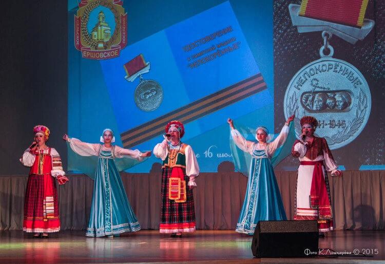 """Вручение медалей """"Непокоренные"""" жителям СП Ершовское 16"""