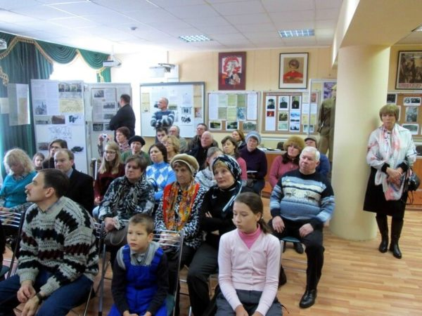 Участники автопробега в музейной экспозиции села Ершово 2