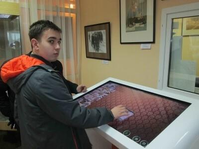 Участники автопробега в музейной экспозиции села Ершово 5