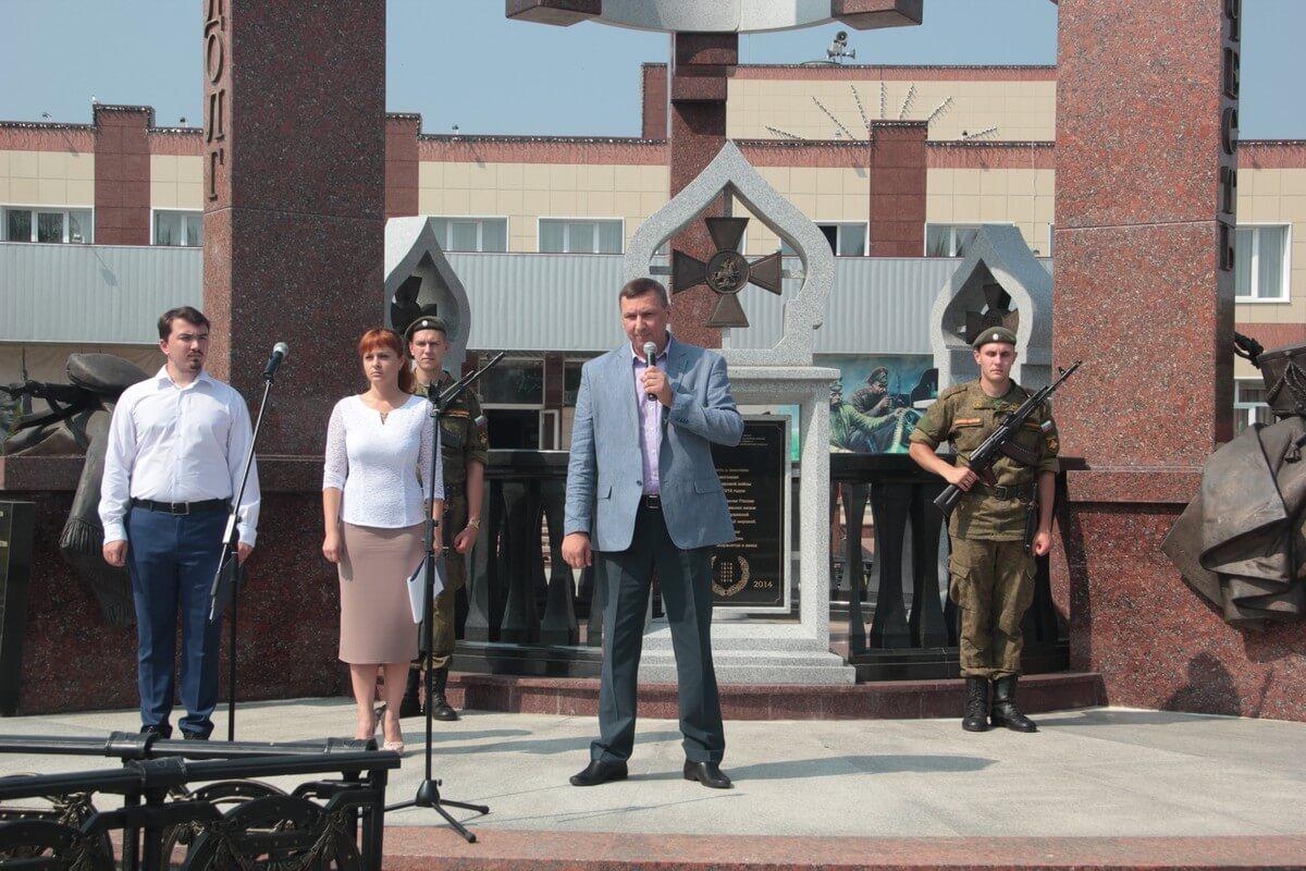 Церемонию открыл Руководитель СП Ершовское А.В. Бредов