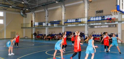 В баскетбол играют только девушки!