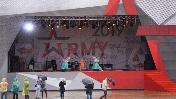 "На улице шёл дождь, а в парке ""Патриот"" шёл концерт"