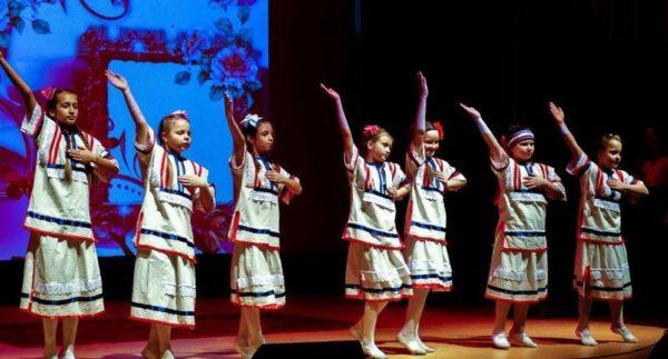 Танцевальный кружок «Самоцветы»